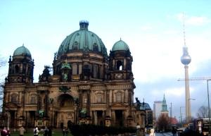 Torre de TV e catedral em Berlim