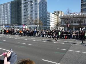 Elite correndo em Berlim, pensa como é lento esse povo rsrs.